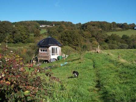 Une cabane ossature bois et isolation terre paille
