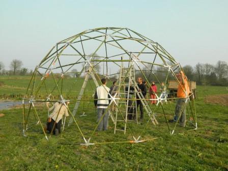 La structure du dôme en bambou terminé